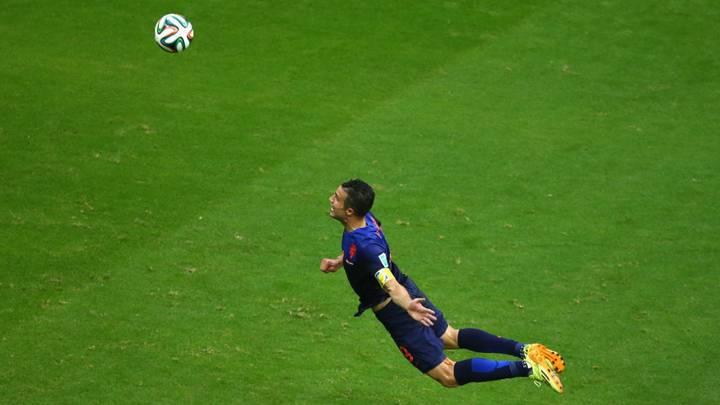 van persie flying dutchman header (coronavirus and the football break)